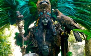 Zusehen ist die traditionelle Maya Show im Xcaret Park.