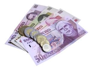Verschiedene mexikanisches Geldscheine und Geldstücke, die Währung heisst Peso.