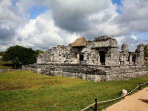 Maya Ruinen mit Strohdach in Tulum.