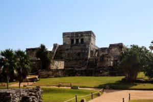 Einer von vielen Maya Templen in Tulum. Dieser liegt direkt wie eine Festung an der Küste von Tulum.